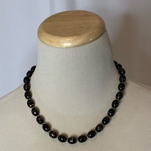 Jewelry - Black and golden beads necklace
